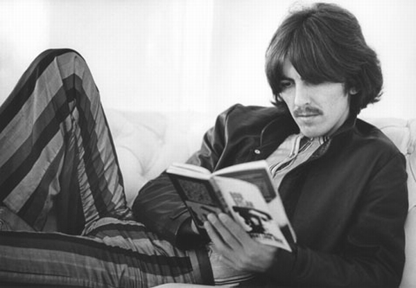 george_harrison_reading_book_in_late_1960s